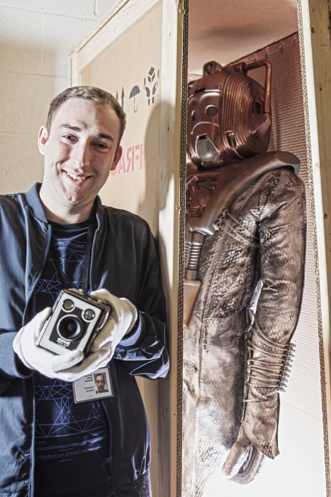Image of a 现金赌钱游戏app volunteer with a Cyberman suit from Doctor Who