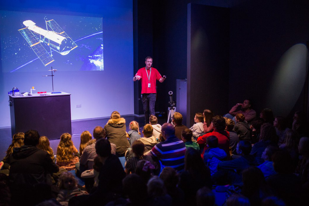 Family visitors watch a live show in the wonderlab Studio