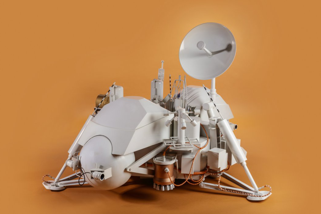 Mars Expedition Viking Lander (1:2 Scale Model) on orange background