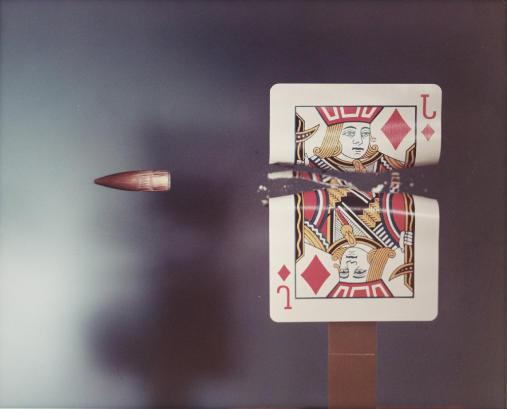 Jack of Diamonds playing card hit by a .30 calibre bullet, 1970, by 医生哈罗德·埃杰顿, one of the images featured 在 our history of photography