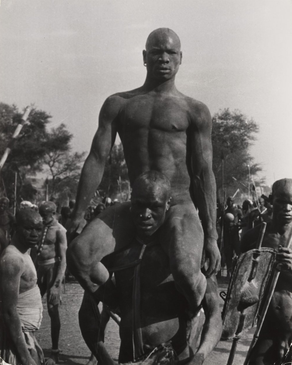The Wrestlers, Kordofan, Sudan, 1949, by 乔治罗杰