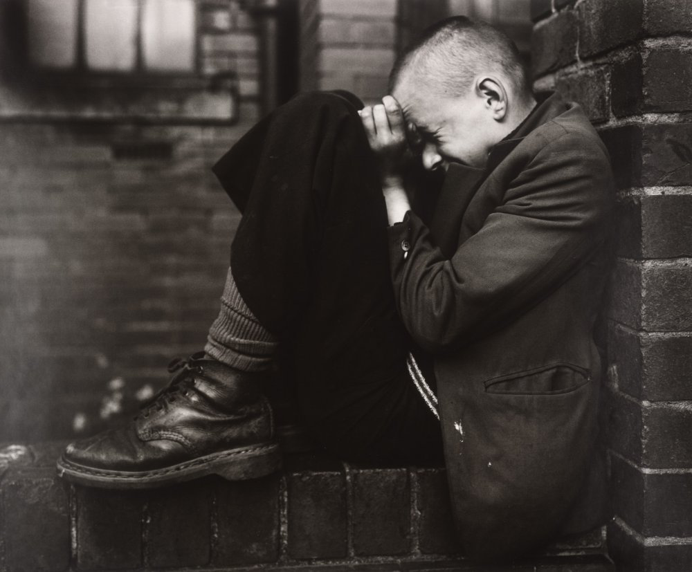 Youth on Wall, Jarrow, Tyneside, 1976, by 克里斯·基利普