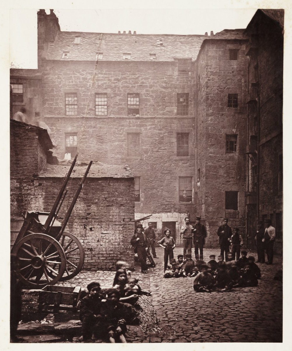 Close, No. 46 Saltmarket from Old Closes 和 Streets of Glasgow, 1868-1871, 托马斯·安南, 科学博物馆 Group collection